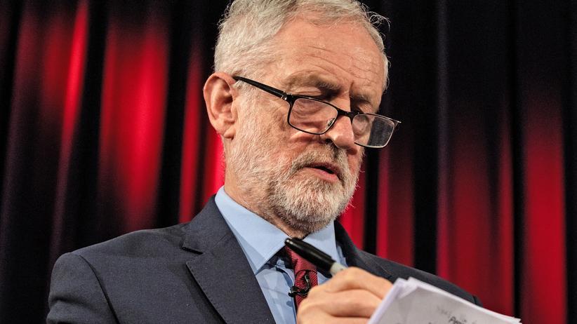Jeremy Corbyn: Theresa May schließt harten Brexit nicht aus