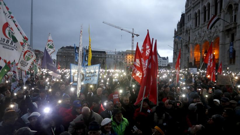 Budapest: Tausende demonstrieren gegen Orbán-Regierung