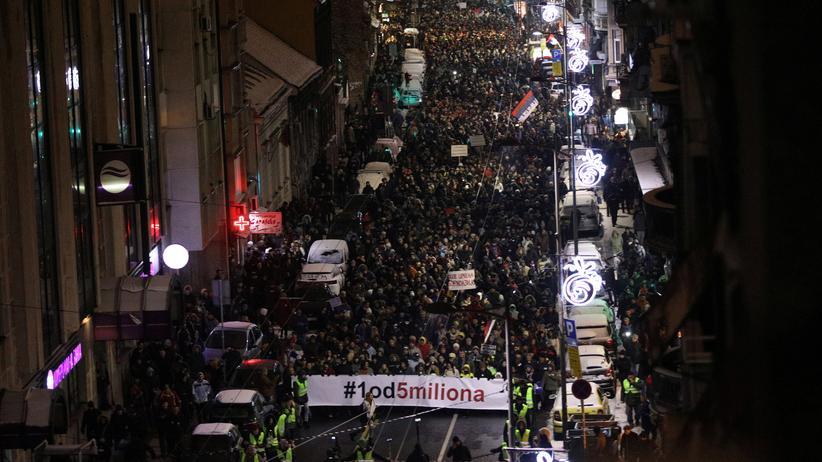Serbien: Tausende protestieren gegen serbischen Staatschef