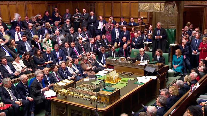 Britisches Parlament: Theresa May übersteht Misstrauensvotum