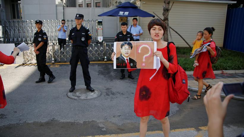 Wang Quanzhang: Die Ehefrau von Wang Quanzhang bei einer Protestaktion gegen die Festnahme des Anwalts