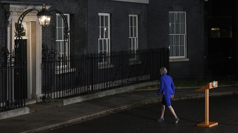 Brexit: May nach einem Pressestatement in London
