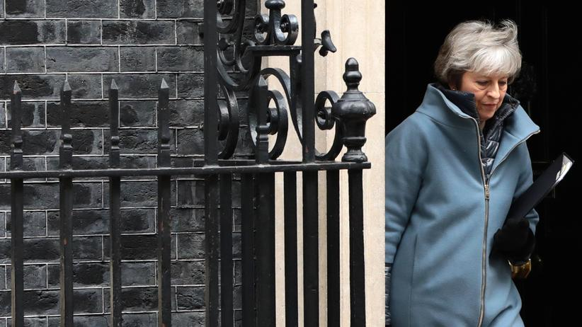 Brexit: 10 Downing Street, London: Premierministerin Theresa May verlässt ihre Residenz.