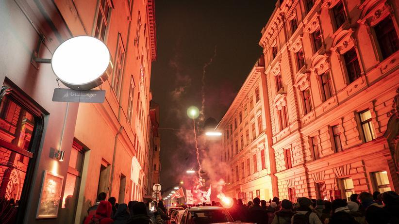 Österreich: Seit dem 4. Oktober vergangenen Jahres demonstrieren Wienerinnen und Wiener gegen die ÖVP-FPÖ-Regierung.
