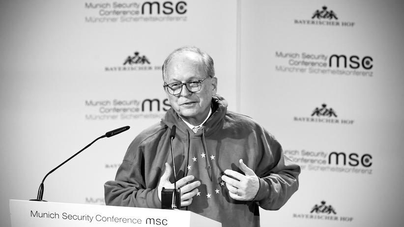 European Union: Wolfgang Ischinger, chairman of the security conference, campaigned in the hoodie for Europe.