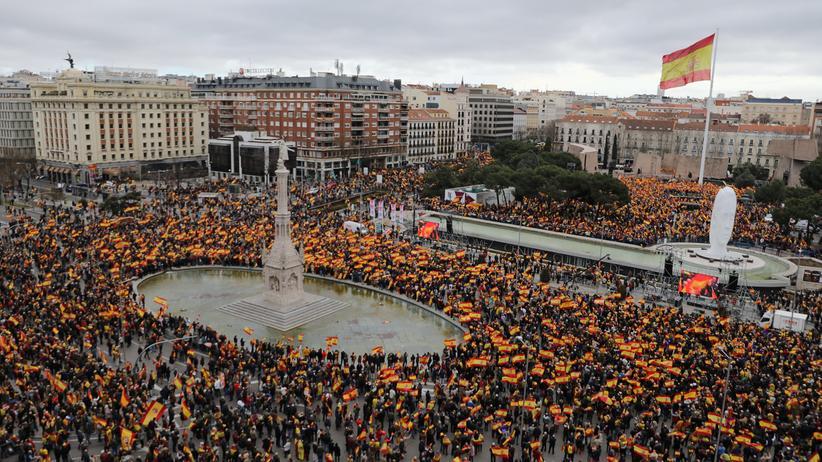 Demonstration in Madrid: Zehntausende fordern Rücktritt von Ministerpräsident Sánchez