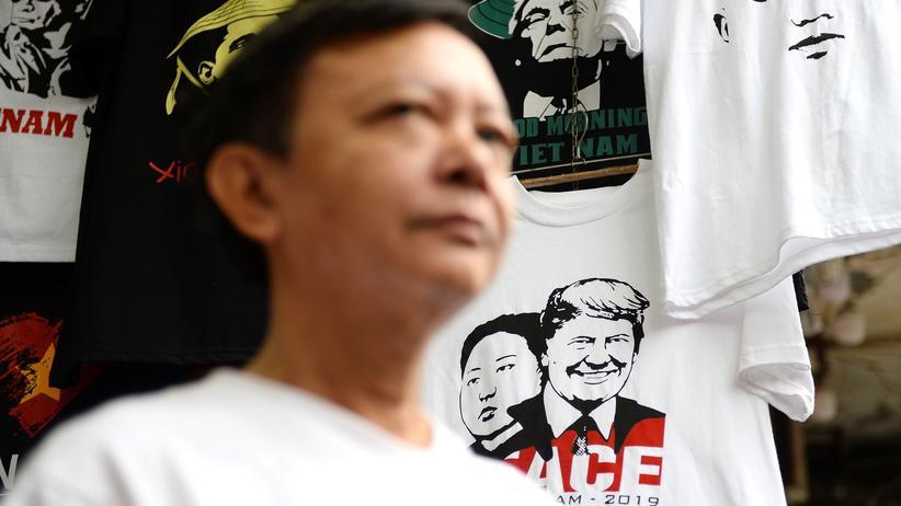 """Vietnam: Donald Trump verheißt """"Freund"""" Kim Jong Un Wohlstand"""