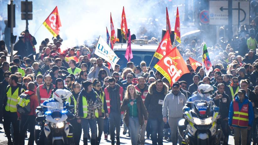 Proteste: Zehntausende protestieren in Frankreich