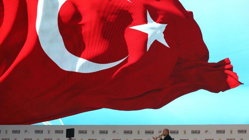 Staatsbesuch: Türkei erklärt geflohene Soldaten zu meistgesuchten Terroristen