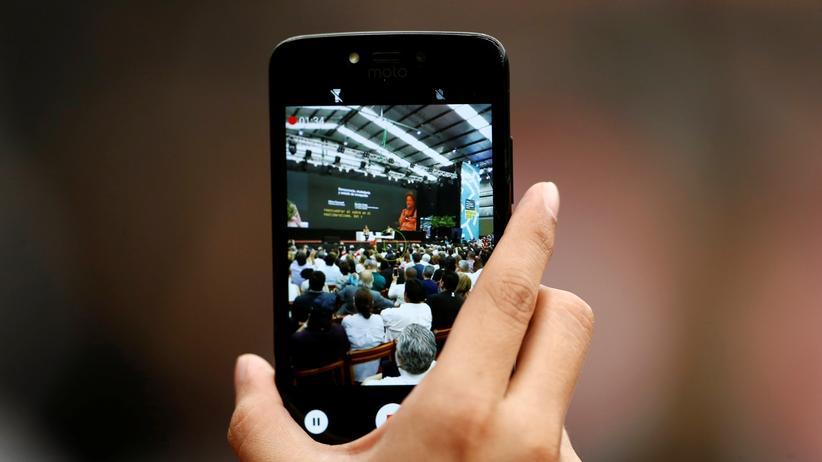 Urheberrechtsreform: Eine Konferenz in Buenos Aires – ist das Filmen solcher Veranstaltungen fürs Netz in Zukunft noch problemlos möglich? Die EU-Urheberrechtsreform will den Upload geschützten Materials verhindern.