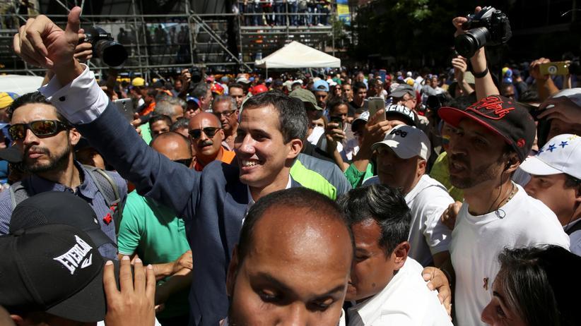 Venezuela: Juan Guaidó befiehlt Grenzöffnung für humanitäre Hilfe
