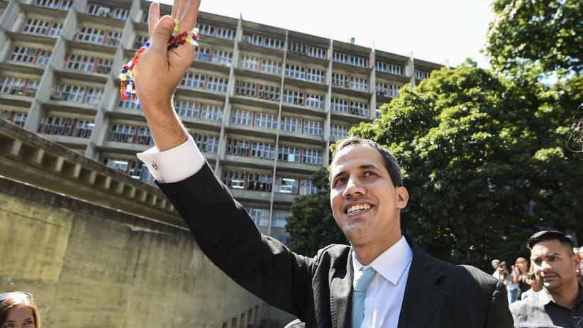 Venezuela: Venezolanischer General läuft ins Guaidó-Lager über