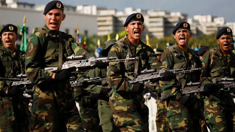 Nicolás Maduro: Militärparade in Venezuela