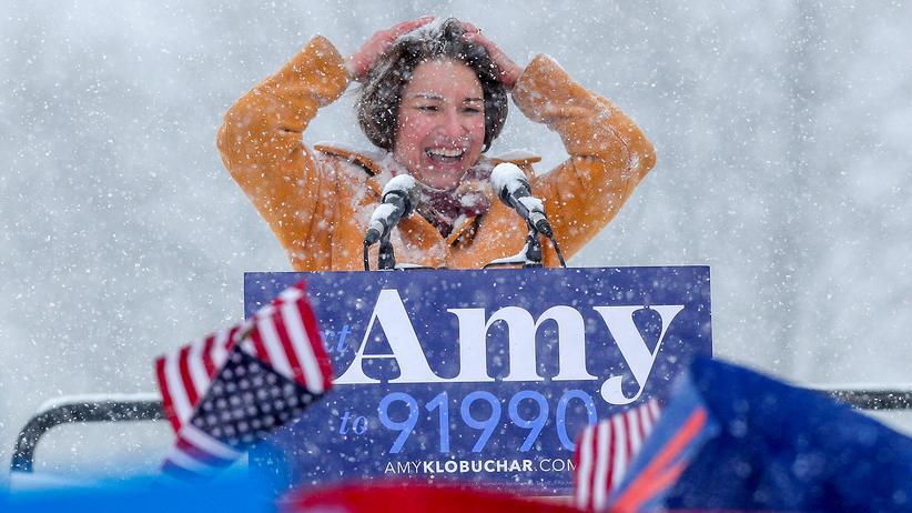 Amy Klobuchar kündigte ihre Bewerbung bei Eis und Schnee an.