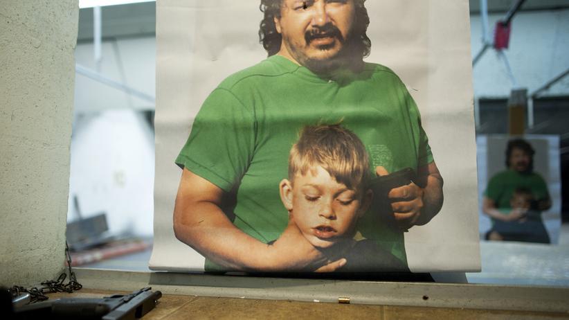 Waffen in den USA: Eine Zielscheibe bei einem Trainingskurs für Lehrer zeigt einen Mann, der ein Kind mit einer Waffe bedroht.