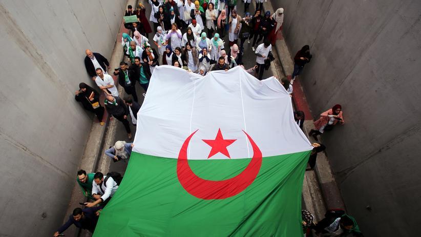 Algerien: Tausende Studenten fordern Bouteflikas Rücktritt