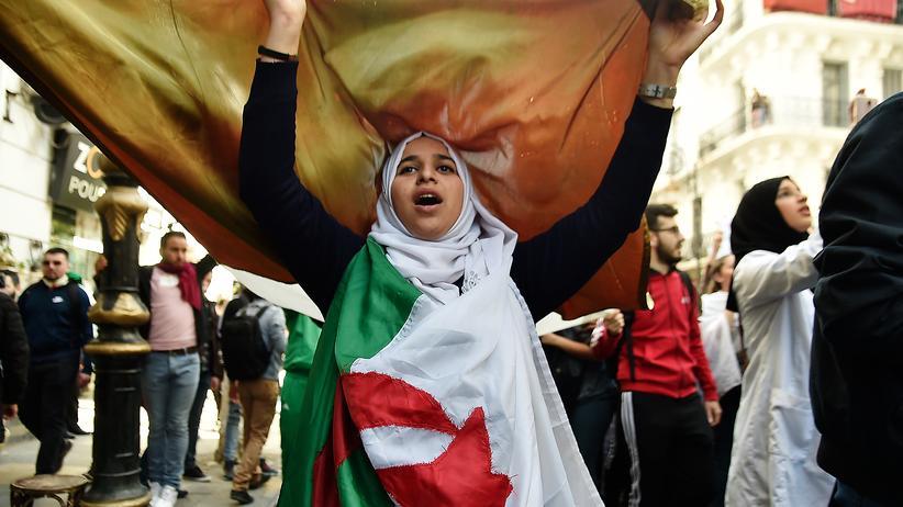 Algerien: Studenten protestieren in der algerischen Hauptstadt Algier gegen eine fünfte Amtszeit von Präsident Abdelaziz Bouteflika.