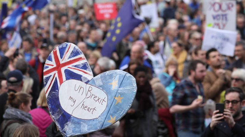 Brexit: Hunderttausende fordern zweites Referendum