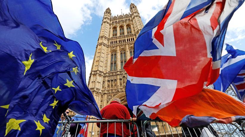 Britisches Unterhaus: Parlament stimmt für Brexit-Verschiebung