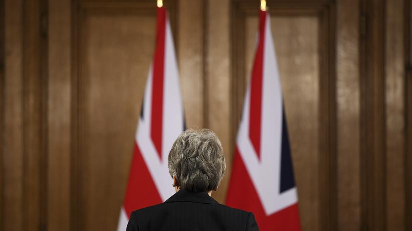 Brexit: Premierministerin Theresa May nach einer Stellungnahme in ihrem Amtssitz in der Londoner Downing Street