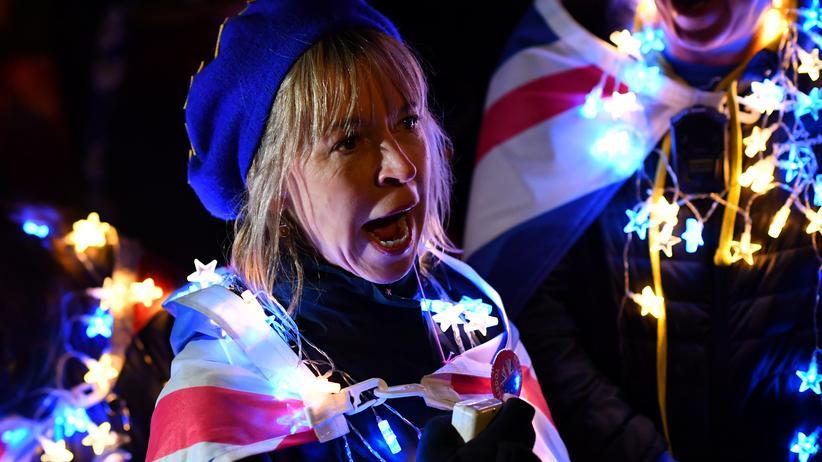 Theresa May: Eine Brexit-Gegnerin vor dem Parlament in London