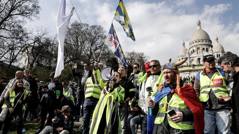 Frankreich: Demonstranten der Gelbwesten vor der Sacré-Cœur-Basilika in Paris