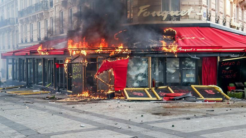 Gelbwestenproteste: Emmanuel Macron will härter gegen gewaltsame Demonstranten vorgehen