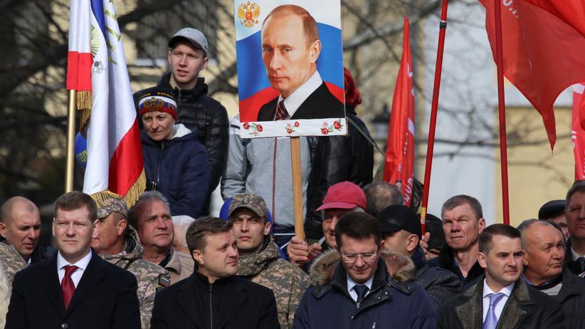 Wladimir Putin: Nato kritisiert russische Aufrüstung der Krim