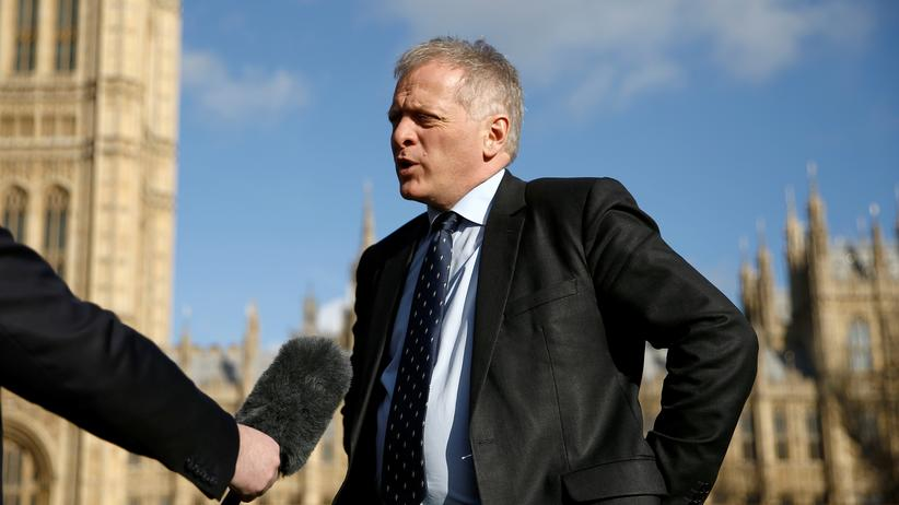 Brexit: Phillip Lee vor dem Parlament in London