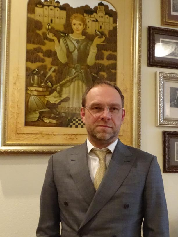 Ukraine: Der ukrainische Abgeordnete Serhiy Wlasenko vor einem Bildnis Julija Tymoschenkos