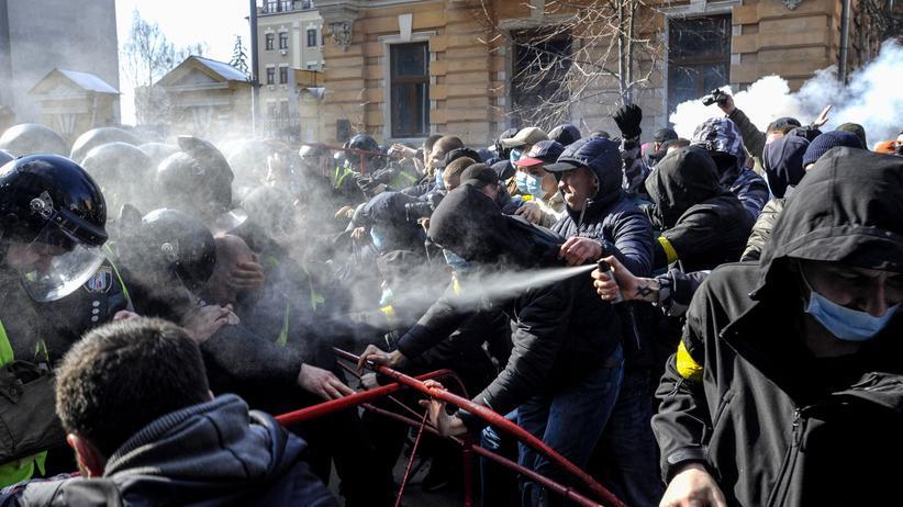 Ukraine-Konflikt: EU verhängt neue Russland-Sanktionen