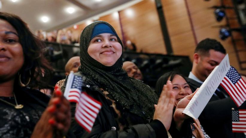 US-Einwanderung: US-Amerikanerinnen und -Amerikaner bei Einbürgerungsfeierlichkeiten in New York (Archivbild)