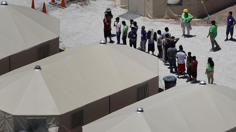 US-mexikanische Grenze: Provisorisches Auffangzentrum für Migranten im texanischen Tornillo