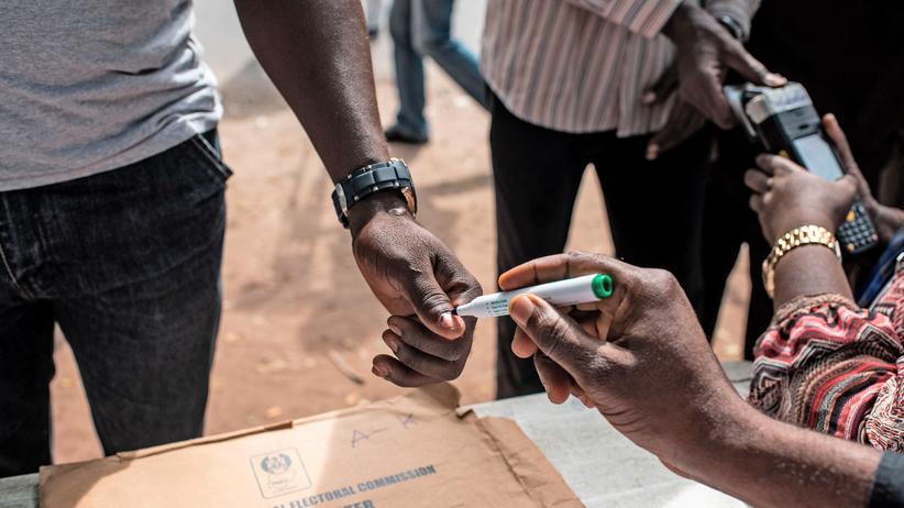 Nigeria: Angriffe auf Wahleinrichtungen bei Gouverneurswahlen
