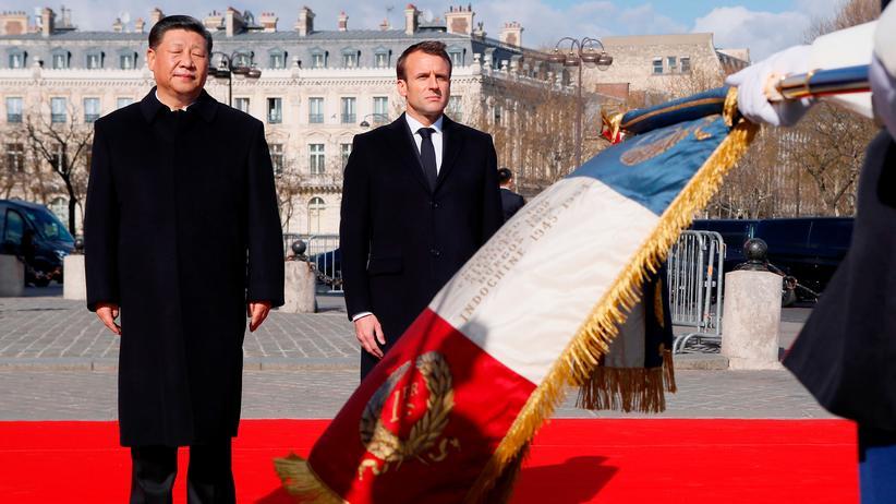Xin Jinping: Frankreichs Präsident Emmanuel Macron empfängt Chinas Präsident Xi Jinping.