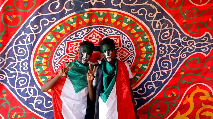 Afrikanische Union: Demonstranten bei Protesten in Khartum, der Hauptstadt des Sudans