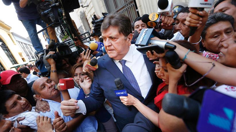 Alan García: Perus Ex-Präsident schießt sich vor Festnahme an und stirbt