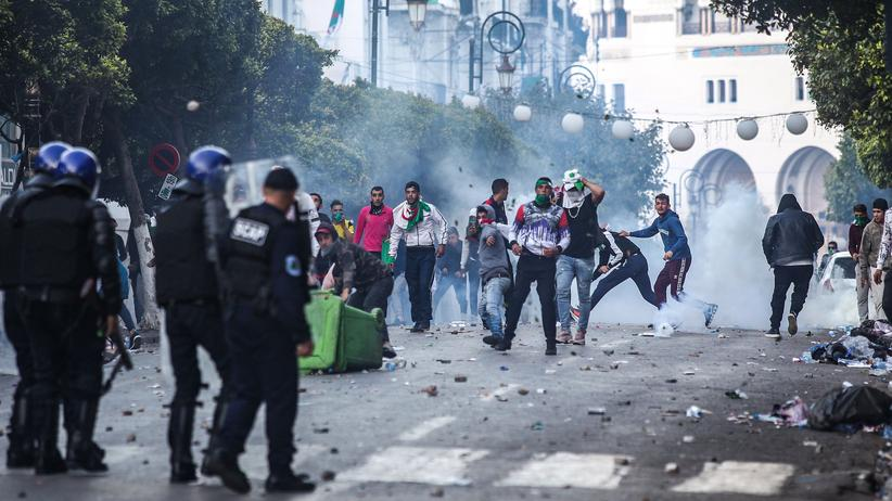 Algerien: Mehr als 100 Festnahmen nach neuen Protesten in Algier