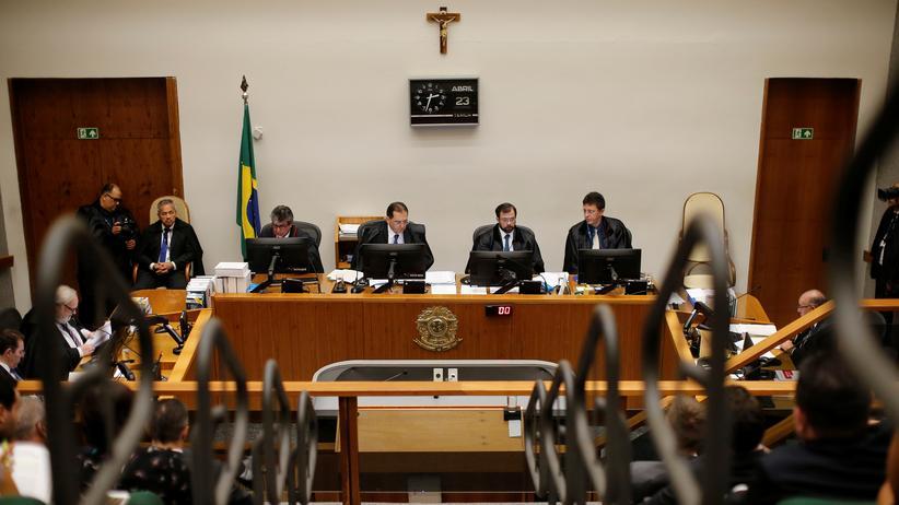 Brasilien: Blick in den Gerichtssaal: Richter haben die Haftstrafe des ehemaligen Präsidenten Brasiliens, Luiz Inácio Lula da Silva, reduziert.