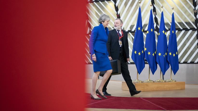Brexit: Premierministerin Theresa May und Tim Barrow, Großbritanniens ständiger Vertreter bei der Europäischen Union, beim EU-Gipfeltreffen in Brüssel am 10. April 2019