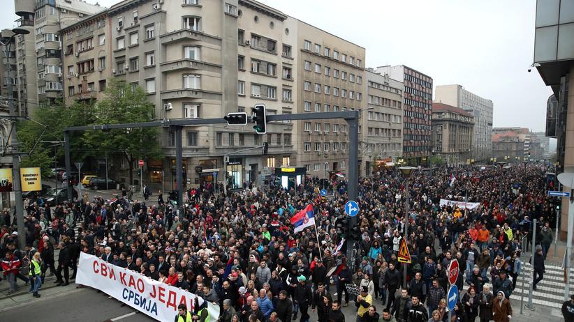 Serbien: Tausende demonstrieren gegen Aleksandar Vučić