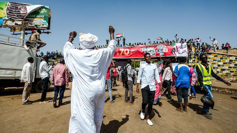 Militärputsch: Demonstranten fordern zivile Regierung im Sudan