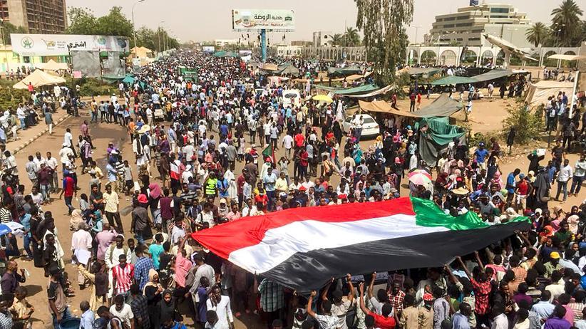Proteste: Sudans Staatschef von Armee abgesetzt