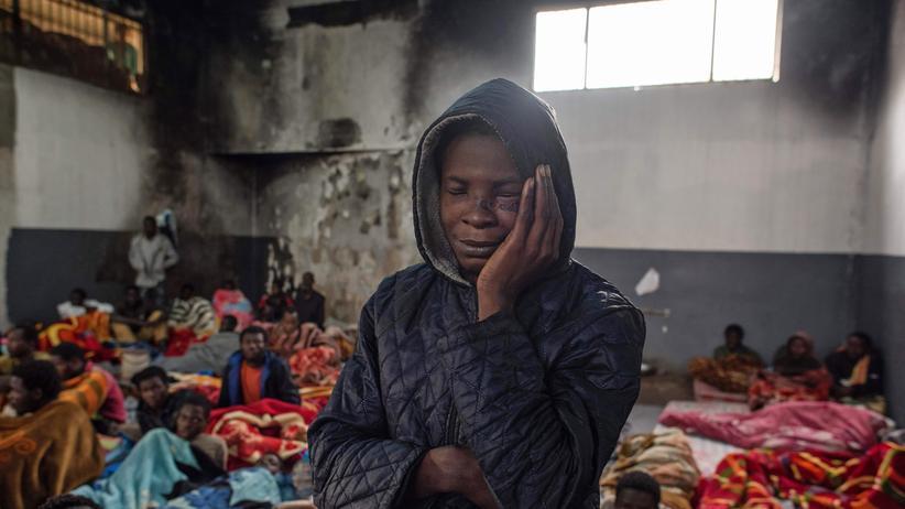 Libyen: Migranten in einem Lager am Rande von Tripolis (Archiv)