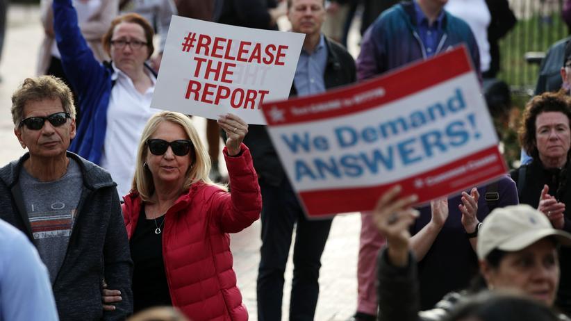 US-Justizministerium: Demonstranten in Washington fordern die Veröffentlichung des Bericht von Sonderermittler Robert Mueller.