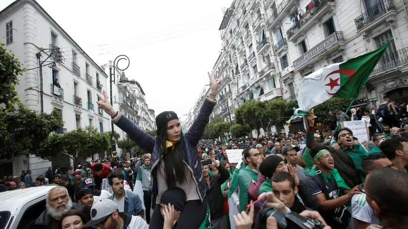 Algerien: Demonstrantinnen und Demonstranten in Algier