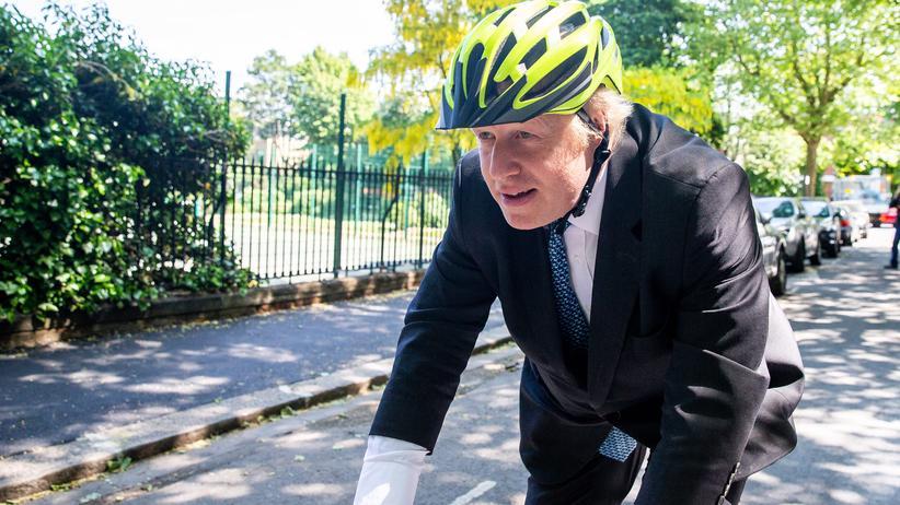 Boris Johnson: Der frühere britische Außenminister Boris Johnson fährt am Tag der Europawahl mit dem Fahrrad durch London.