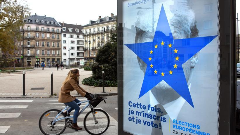 """Fake-News: Ein Werbeplakat im französischen Straßburg für die Europawahl: """"Diesmal registriere ich mich und gehe zur Wahl!"""""""
