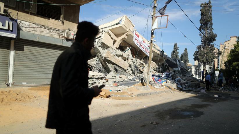"Nahostkonflikt: Netanjahu ordnet ""massive Angriffe"" auf Gaza an"