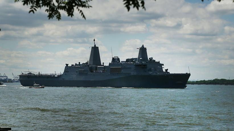"""Iran: Die """"USS Arlington"""" wird in den Nahen Osten verlegt."""